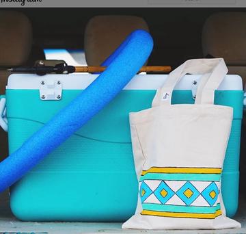 صورة SARWAT: حقيبة تحميل كانفاس مزينة بالقط العسيري