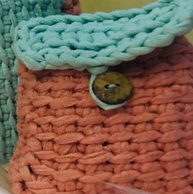 صورة محفظة نقود من الكروشية لون خوخي