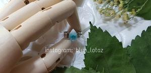 صورة خاتم بزهرة الجبسوفيليا الفيروزية.