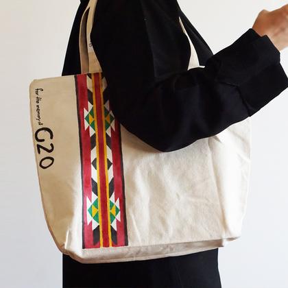 صورة Gt: حقيبة كانفاس عريضة مزينة بنقش السدو