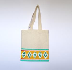 صورة AJA: حقيبة تحميل كانفاس حجم وسط مزينة بالقط العسيري